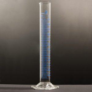 Proveta em vidro com bico, classe A, marcação azul, 25 ml